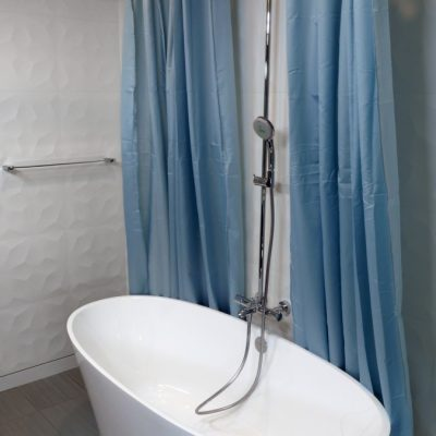 soaker tub with shower attachment and shower curtain